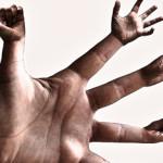 Использование жестов как инструмента управления эмоциями